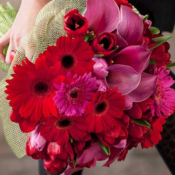 aboutflowers_valentinepinkredhand_600