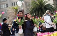 California Grower Gives Out 100,000 Tulips in Downtown San Francisco